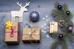 De snuisterijen en de decoratie van Kerstmis Stock Afbeeldingen
