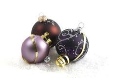 De Snuisterijen van Kerstmis & Gouden Linten Royalty-vrije Stock Fotografie