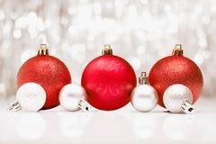 De snuisterijen van Kerstmis met bokeh van partij llights Stock Afbeelding