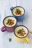 De soep van de aardappelroom met wilde paddestoelen Stock Afbeelding