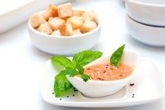 De soep van de Gazpachotomaat stock afbeeldingen