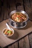 De soep van de kip en van het kruid in pot Stock Fotografie