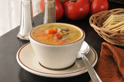 De soep van de kippenrijst met crackers Stock Afbeelding