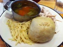 De soep van de Matzohbal bij Joodse delicatessenwinkel Royalty-vrije Stock Foto