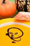 De soep van de pompoen met pitten royalty-vrije stock foto