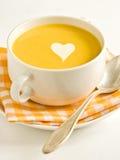 De soep van de pompoen met roomhart Stock Foto's