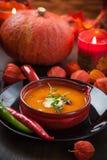 De soep van de pompoen met Spaanse peper Stock Afbeeldingen