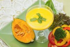 De soep van de pompoen met groente Royalty-vrije Stock Foto