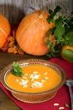 De soep van de pompoenroom Verse vruchten pompoen Stock Afbeelding
