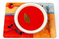 De Soep van de tomaat en een tomaat stock afbeelding