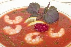 De soep van de tomaat met garnalen royalty-vrije stock afbeelding