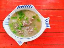 De soep van de varkensvleesrijst in een kom Royalty-vrije Stock Fotografie