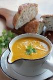De soep van de wortel en van de koriander royalty-vrije stock afbeeldingen
