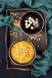 De soep van de erwt met croutons royalty-vrije stock foto