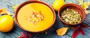 De soep van de de herfstpompoen stock fotografie