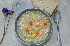 De soep van het kippengraan met rivels royalty-vrije stock foto
