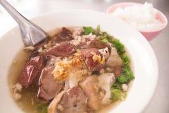 De soep van het varkensvleesbloed in de kom Stock Foto's