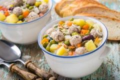 De soep van het vleesballetje met groenten Stock Afbeelding