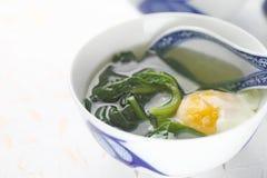 De soep van de Malabarspinazie met ei royalty-vrije stock afbeeldingen