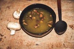 De soep van de room met paddestoelen stock afbeelding