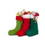 De sokken van Kerstmis met giften Witte achtergrond Stock Foto's