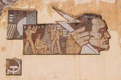 De sovjetmuurschildering van het eramozaïek (mens) Royalty-vrije Stock Foto's