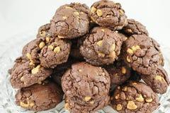De Spaanderkoekjes van de chocoladePindakaas Stock Afbeeldingen