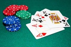 De spaanders en de kaarten van het casino Royalty-vrije Stock Afbeelding
