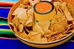 De spaanders en de onderdompeling van de tortilla Stock Fotografie