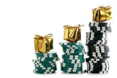 De spaanders van het casino met gouden dozen Stock Afbeeldingen