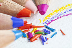 De spaanders van kleurenpotloden Stock Foto's