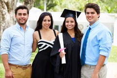 De Spaanse Graduatie van Studentenand family celebrating Stock Afbeelding
