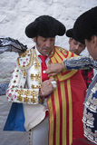 De Spaanse stierenvechter Juan Jose Padilla die gekleed voor paseillo of de aanvankelijke parade worden Royalty-vrije Stock Afbeeldingen