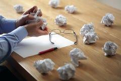 De spanning van de frustratie en schrijversblok Stock Foto