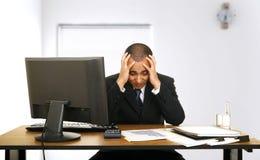 De Spanning van de werknemer in Zijn Bureau Royalty-vrije Stock Foto