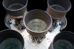 De spanningsverhogers van de raket tegen zwarte achtergrond stock afbeeldingen