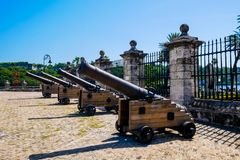 De spanska koloniala kanonerna royaltyfri fotografi