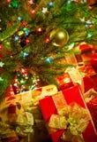 De spar van Kerstmis met kleurrijke lichten sluit omhoog royalty-vrije stock afbeeldingen
