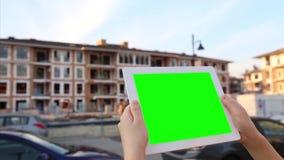 De spatie, auto, het babbelen, chromasleutel, sluit omhoog, kleurt, computer, bouw, groene demonstratie, leeg, buiten, greenscree stock footage