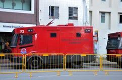 Speciala funktioner befaller polis kontrollerar medlet - Singapore Royaltyfria Foton