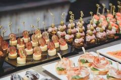 De specialiteiten van het cateringsvoedsel voor een gebeurtenis Stock Afbeeldingen