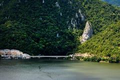 De spectaculaire Kloven van Donau Decebal` s Hoofd in rots wordt gebeeldhouwd die Royalty-vrije Stock Foto's
