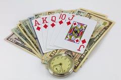 De speelkaarten die van het contant geldgeld tijdhorloge gambing Royalty-vrije Stock Foto