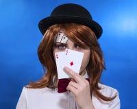 De speelkaarten van het meisje Stock Foto's