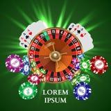 De Speelkaarten witn Dalende Spaanders van de casinoroulette Royalty-vrije Stock Afbeeldingen
