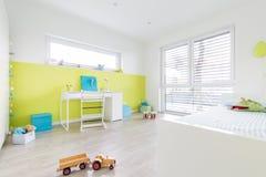 De Speelkamer van kinderen met Bureau royalty-vrije stock afbeeldingen