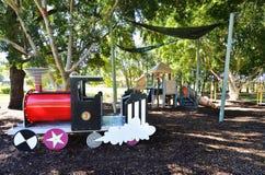 De speelplaats van het de jonge geitjespark van het land voor kinderenrozehout, Australië stock afbeeldingen