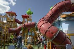 De speelplaats van kinderen bij Avonturenpark Royalty-vrije Stock Afbeeldingen