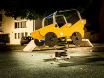 De speelplaats van kinderen bij nacht, Slavonski Brod, Kroatië royalty-vrije stock foto's
