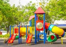 De speelplaats van kinderen bij openbaar park Royalty-vrije Stock Foto